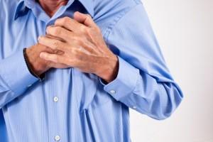 Боль в области груди - один из самых главных симптомов тахикардии